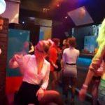 Orgía de mujeres en una fiesta de una discotecta